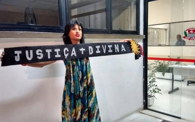 Jéssica Basílio ficou nua em protesto e comparou presidente Dilma ao Diabo