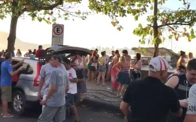 Cariocas fazem aglomeração na Urca em meio à pandemia de Covid-19