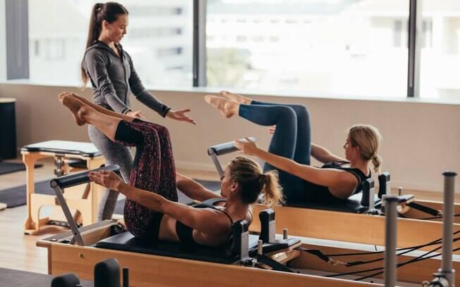 Pilates é uma boa atividade aos 40 porque ajuda a manter o corpo em dia e a combater diversas dores, como nas coatas