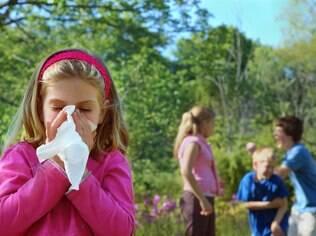 Para diferenciar alergia de resfriado, pais devem prestar atenção aos detalhes
