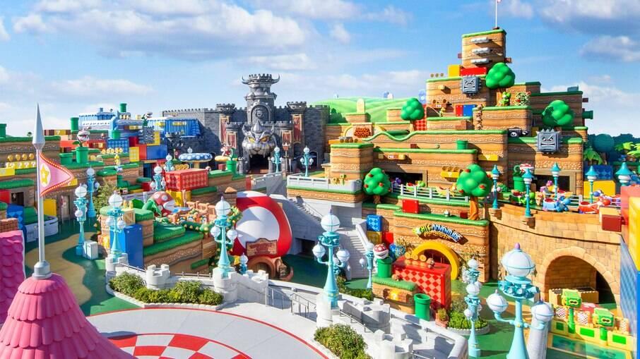 O Super Nintendo World tem a primeira área de vários andares dentro de um parque temático, onde ficam o Castelo de Peach e do Castelo de Bowser