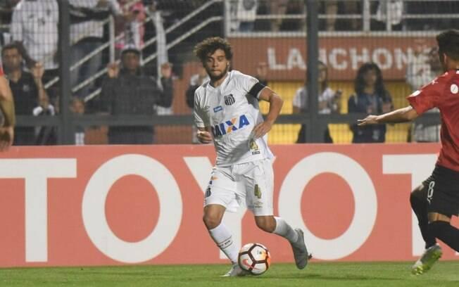 Victor Ferraz em ação pelo Santos contra o Independiente na segunda partida das oitavas de final da Copa Libertadores 2018