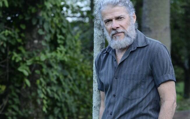 Com o visual barbudo na pele de Pereirinha na novela 'Fina Estampa'