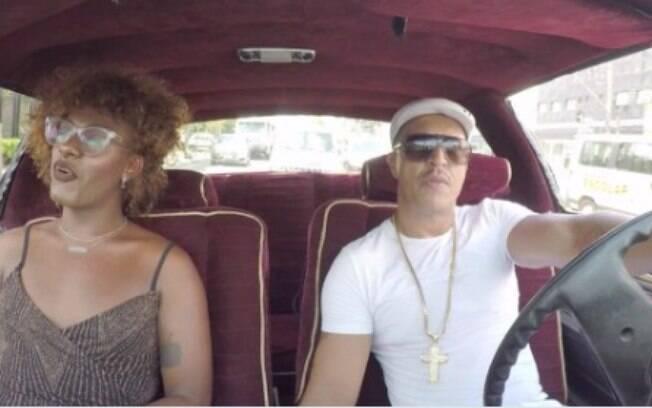 Mano Brown e Liniker em ação promocional do Lollapalooza