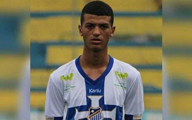 Renan Henrique Santos, de 16 anos, morreu após sofrer uma parada cardíaca durante um treino do Água Santa
