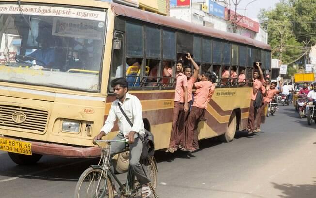 As pessoas geralmente não se estressam muito nos transportes públicos aos finais de semana. Afinal de contas, tá todo mundo passeando.