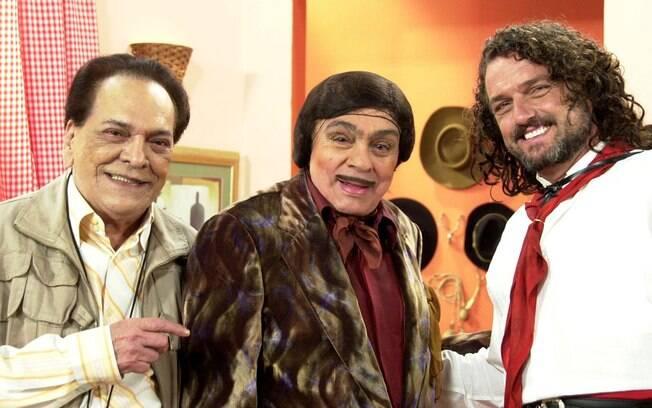 Chico Anysio como Alberto Roberto, entre Lúcio Mauro e Carmo Dalla Vecchia