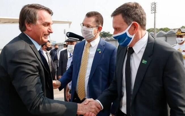 O presidente Jair Bolsonaro e o prefeito Marcelo Crivella durante cerimônia no Rio de Janeiro