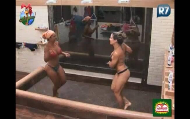 Peoas dançam no chuveiro