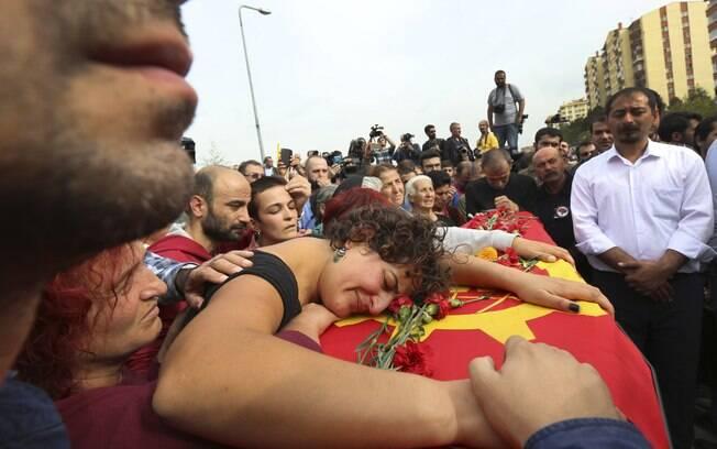 Explosões deixaram mais de cem mortos no último sábado (10)
