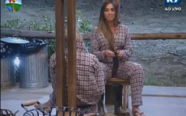 Nicole Bahls conversa com Robertha Portella na varanda