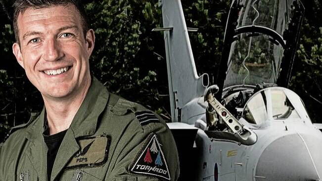 """Este piloto foi eleito o cara """"mais macho"""" da Inglaterra"""