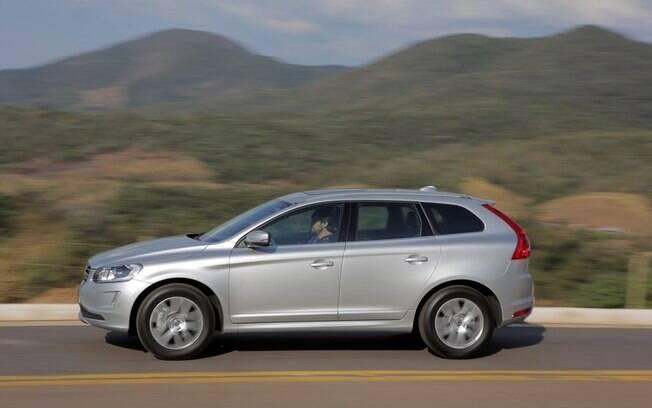 Volvo XC60 D5 tem boa dose de força em baixa rotação e boa autonomia na estrada