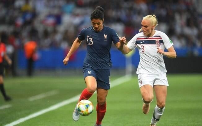França vence a Noruega por 2 a 1 e se garante nas oitavas de final do Mundial feminino