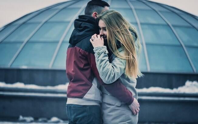 Sentir o cheiro do parceiro mexe com os níveis de cortisol no organismo, reduzindo a ansiedade e o estresse