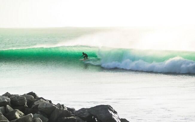 Peniche é uma das praias mais famosas de Portugal quando o assunto é surfe e outros tipos de esportes