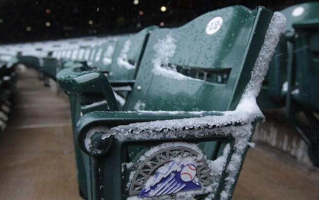 A neve e o frio em Denver adiaram o duelo de  beisebol entre Atlanta Braves e Colorado Rockies