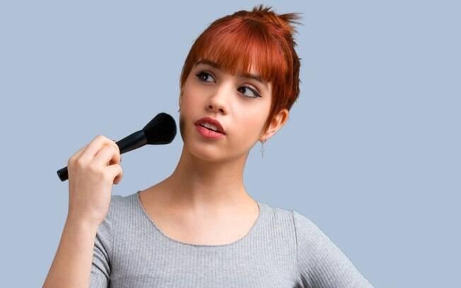 Mulheres ruivas estão com dificuldade em encontrar o lápis de sobrancelha na tonalidade certa pra combinar com o cabelo