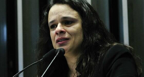 Janaína Paschoal chora e pede desculpas a Dilma