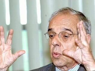 POLITICA - Marcio Thomaz Bastos , na época ministro da Justica , dá entrevista coletiva em Brasília FOTO: Antonio Cruz/ABr - 24/02/2003