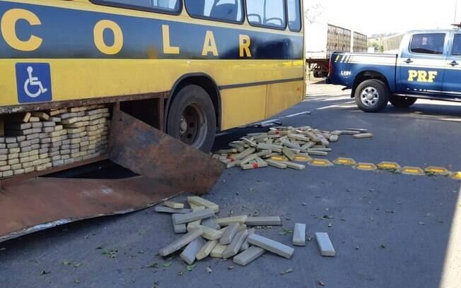 Maconha estava estocada em falso ônibus escolar