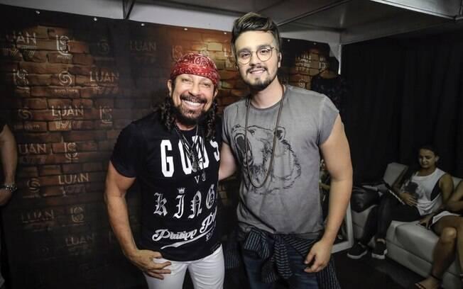 Bell Marques e Luan Santana se encontraram nos bastidores de festival na Bahia
