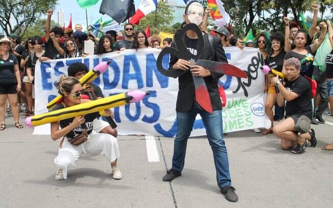 No Recife, manifestantes protestaram contra cortes na educação