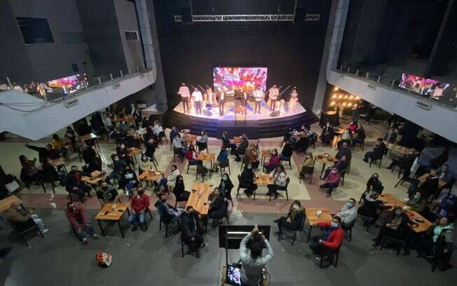 Igreja foi transformada em bar na Argentina