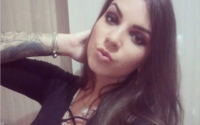 Bruna Aguilera e comparsas