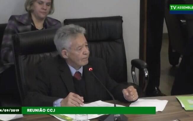 Deputado Luiz Carlos Martins se mostrou insatisfeito com achatamento de salários