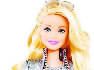 À primeira vista. A Hello Barbie tem aparência semelhante à das outras bonecas