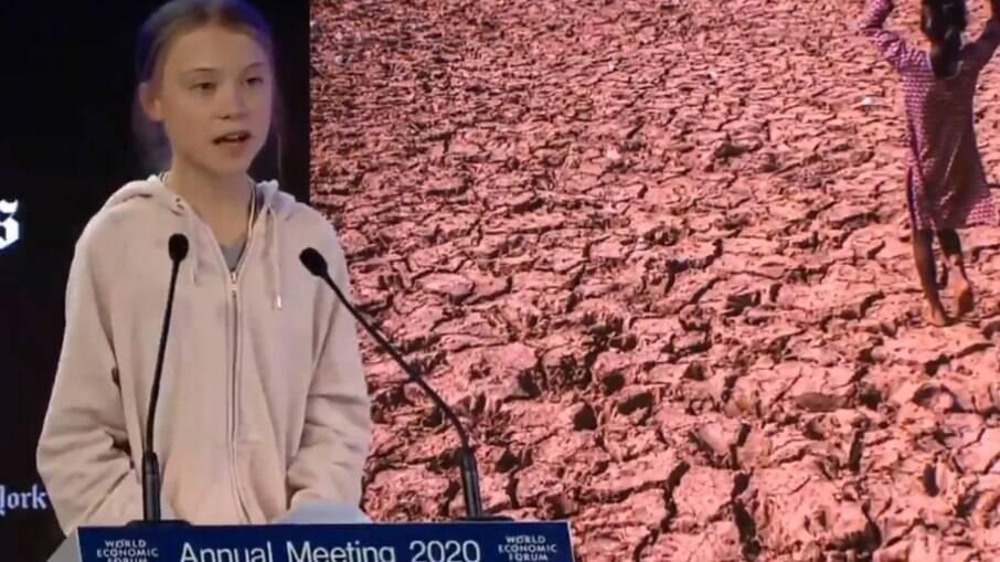 Greta Thunberg criticou a postura de países que não querem compartilhar vacinas com os que têm menos acesso