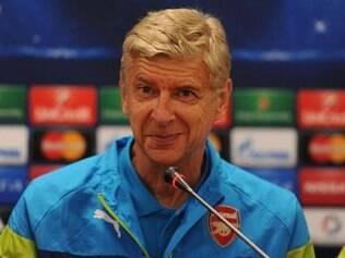 Arsène Wenger espera que seus comandados consigam a classificação dentro de casa