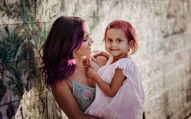 Janelle resolveu fazer uma transformação no cabelo da filha para fazer com que a menina superasse o bullying de colegas
