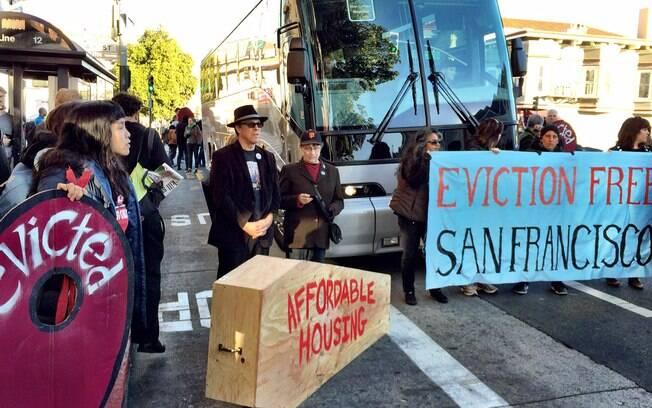 Protesto contra ônibus do Google ocorrido no dia 20/12/13, em San Francisco