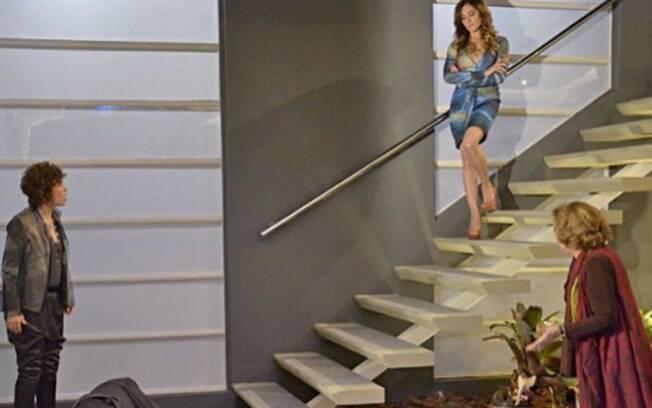 Tereza no alto da escada, após cometer o crime inspirado em Nazaré