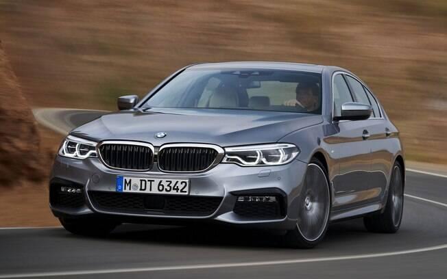 O BMW Série 5 aposta em tecnologias semi-autônomas aliadas ao desempenho de esportivo