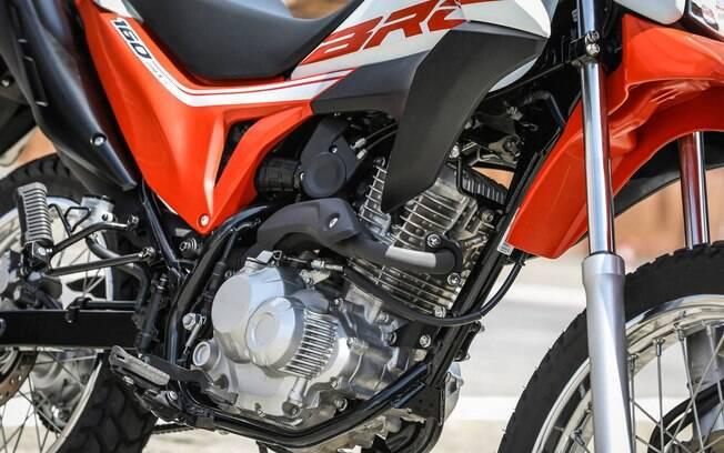 Honda NXR 160 Bros recebeu mais segurança, novos grafismos, mas segue com a mecânica da linha 2018