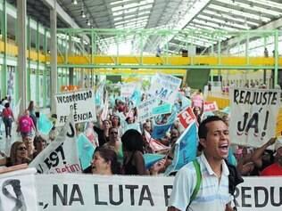 Protesto. No mês passado, funcionários públicos de Betim fizeram manifestações dentro da prefeitura