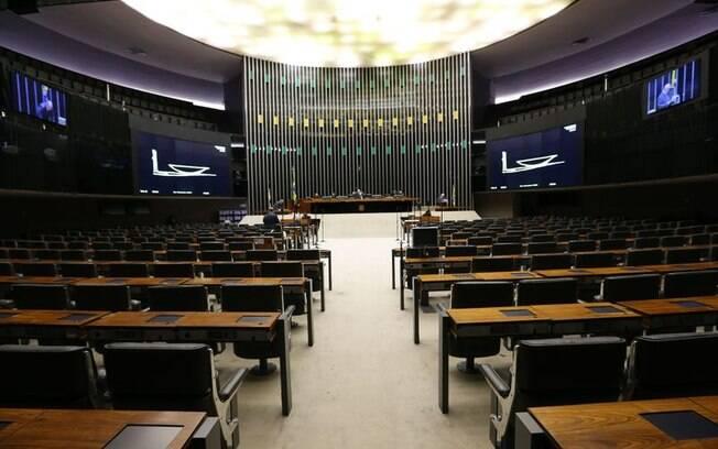 Para que a sessão no plenário da Câmara pudesse ocorrer, era necessária a presença de 51 parlamentares