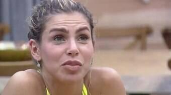 Erika se revolta após Bil Araújo tirar seu dinheiro: