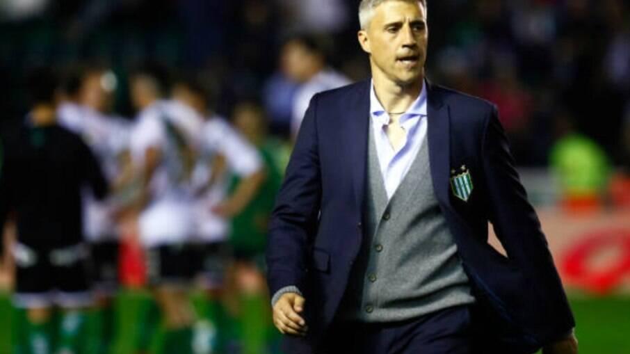 Treinador do Defensa Y Justicia, Crespo quer que o Santos seja campeão da Libertadores para se vingar na Recopa