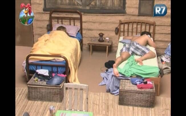 Raquel e Thiago descansam na Casa da Roça