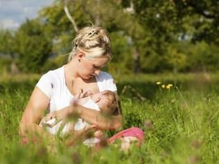 Amamentação e exposição moderada ao sol são duas formas de prevenir a osteoposose desde cedo