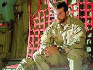 Linha de fogo. Bradley Cooper produziu e protagonizou o longa, que seria originalmente dirigido por Steven Spielberg