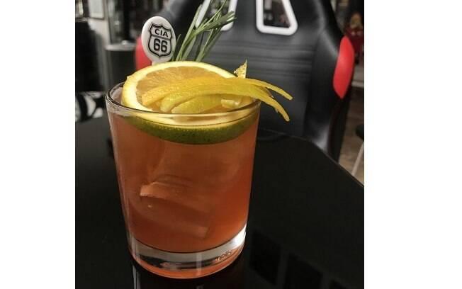 Drink temático faz parte do cardápio de homenagem da Cia 66 à Fórmula 1