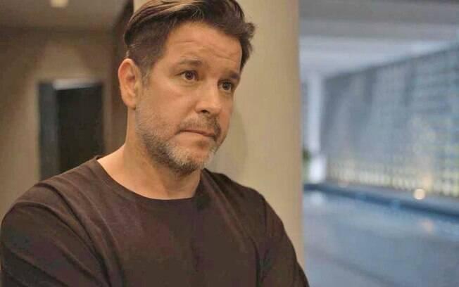 Álvaro toma um tiro no lugar de Raul na hora em que o sócio assume a presidência da empresa