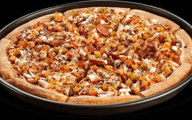 A sugestão é servir a pizza com calabresa com vinho branco