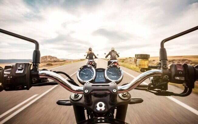 Eis que a moto conserva os mostradores redondos, qualidade para muitos motociclistas puristas