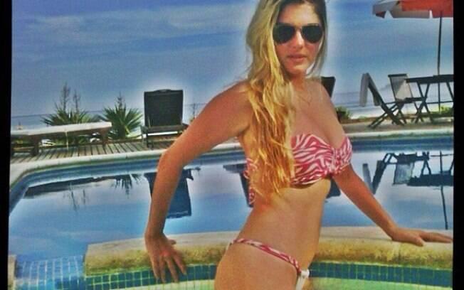 Barbara Evans fez pose dentro de uma piscina